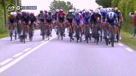 Hromadný pád necelých osm kilometrů před koncem první etapy Tour de France odnesl i Froome