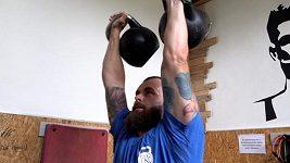 Kettlebell lifting - sport, který v Česku moc lidí nezná. Závody jsou masakr