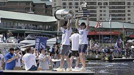 Hokejisté Tampy Bay slavili na lodích zisk Stanleyova poháru