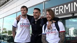 Čeští basketbalisté se na cestu do Tokia museli rozdělit. Do Japonska odletěla jen část z nich.