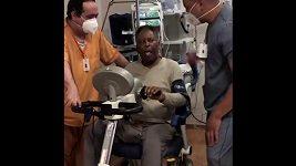 Po propuštění z JIP začal Pelé posilovat
