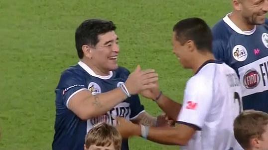 VIDEO: Tlouštík Maradona, prošedivělý Baggio i Panenkův lob. Legendy si zakopaly v Římě