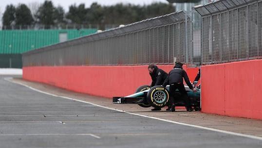 Mercedes vypustil bestii zklece. Nejvymakanější auto, jaké jsem vF1 viděl, rozplýval se Hamilton