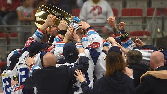 Oslavy v kabině Komety Brno