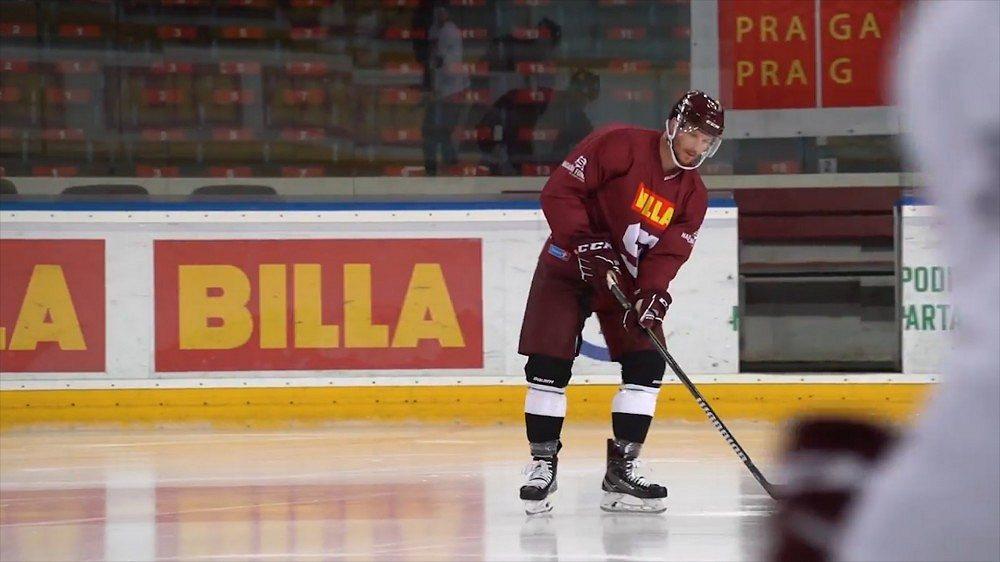 Hrál sCrosbym NHL, teď se bude bít za Spartu. Jak uspěje mezi českými chasníky?